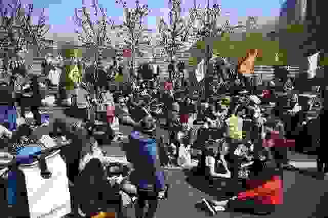 Λονδίνο: Διαδηλωτές διαμαρτύρονται για την κλιματική αλλαγή