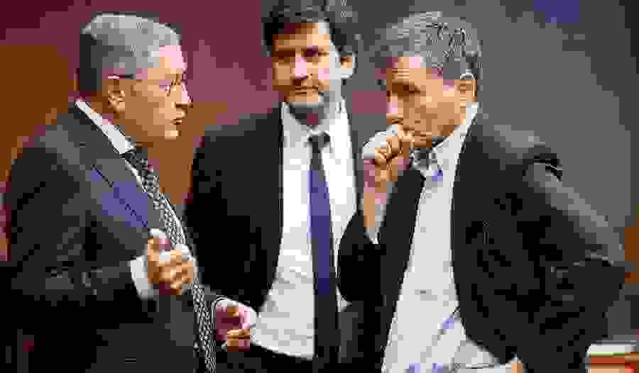 Ανησυχία του Κλάους Ρέγκλινγκ για τις παροχές Τσίπρα