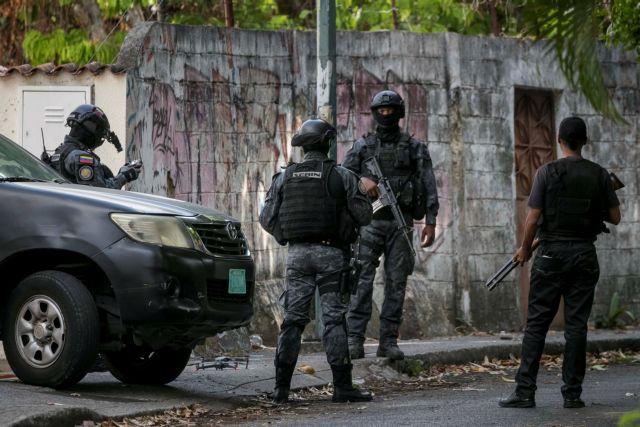 Ουάσινγκτον: Έφοδος της αστυνομίας στην πρεσβεία της Βενεζουέλας